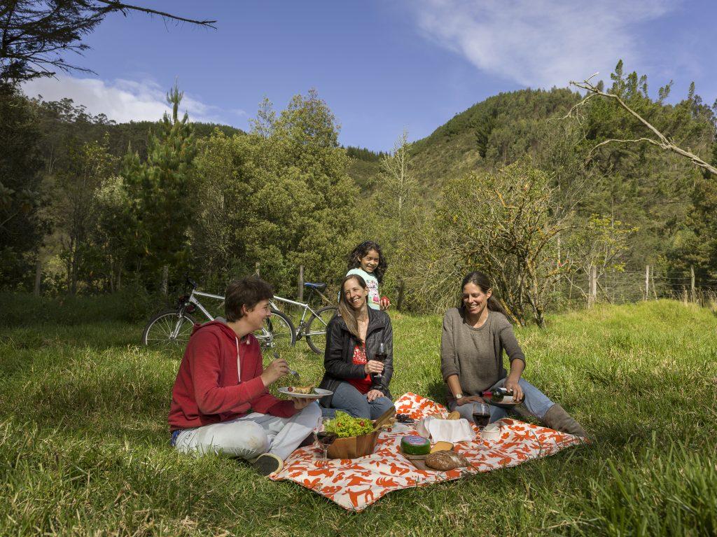 People enjoying a picnic at Hacienda Zuleta as advertised by Kiwano Hotels
